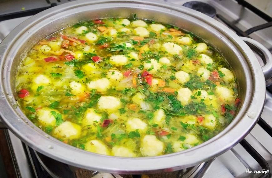 Овощной суп с сырными клецками