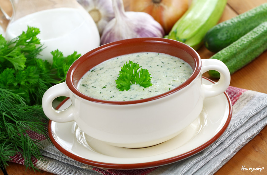 Холодный суп из огурца и цукини