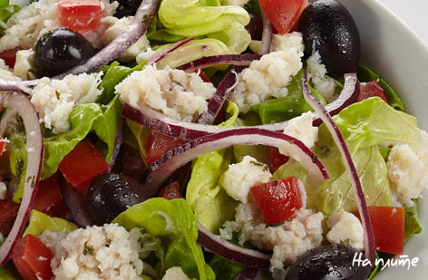 Греческий салат с крабами